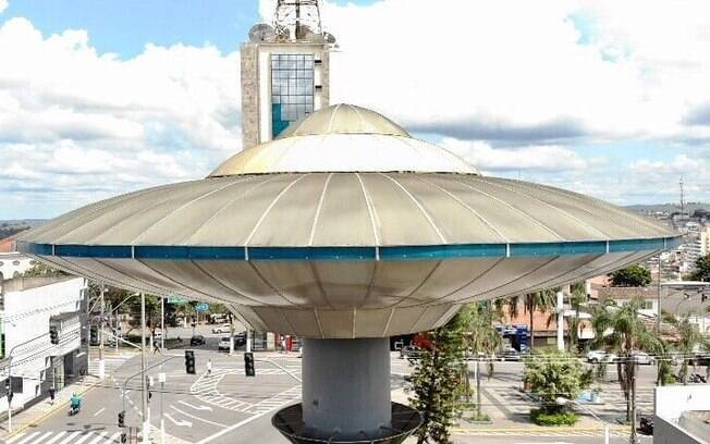 Nave do E.T. na praça de Varginha, em Minas Gerais