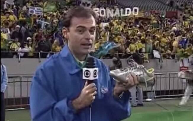 Tino Marcos lembra como convenceu Ronaldo a emprestar chuteira da final da Copa de 2002 para reportagem