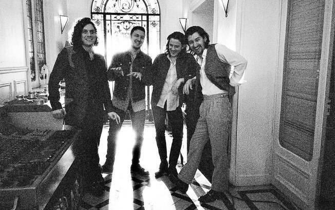 Arctic Monkeys encerra o primeiro dia de Lollapalooza Brasil