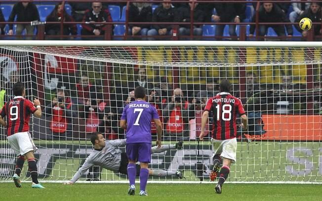 Pato desperdiça pênalti em jogo do Milan