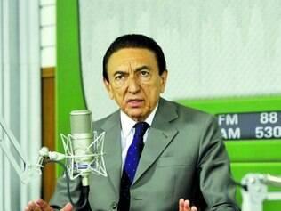 Mancha. Após seis anos como ministro, senador sai sob acusação de que teria envolvimento no esquema de corrupção na Petrobras
