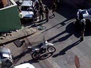 Carro fugia da polícia quando colidiu com outro veículo, no bairro Milionários