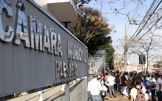 Câmara vota obrigatoriedade de postos de saúde mostrarem materiais de vacinação