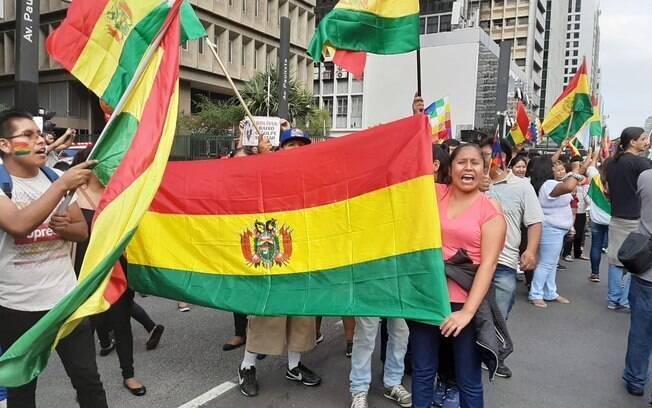 Manifestantes se declaram contra o golpe na Bolívia e a favor da democracia