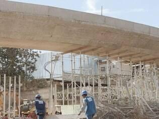 Medida. A outra alça do viaduto Guararapes recebeu um reforço de escoras para garantir tranquilidade