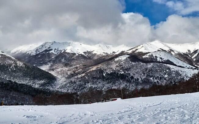 Em lugares como Cerro Bayo os esportes de neve são muito praticados e oferecem ótima infraestrutura
