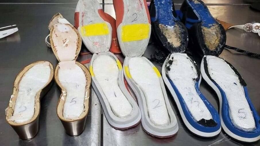 Jovem de 21 anos foi presa por carregar grande quantidade de cocaína nos sapatos