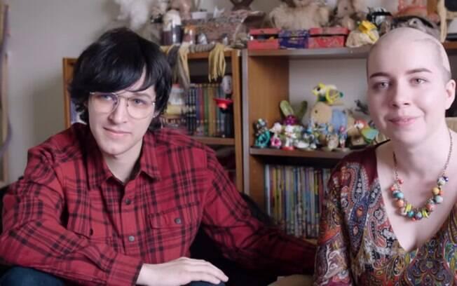 Sierra procurou ajuda online para enfrentar a alopecia e, em um fórum, conheceu Zane, que, atualmente, é seu noivo