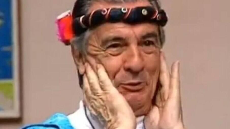 Orlando Drummond caracterizado como Seu Peru, da 'Escolinha do Professor Raimundo'