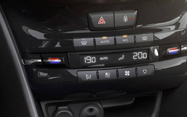 Regulagem individual do ar-condicionado para motorista a  passageiro é um item de comodidade para o dia a dia