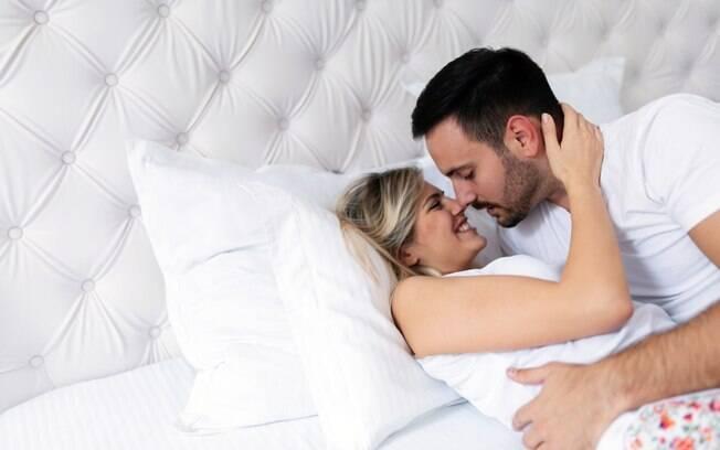 Um dos tópicos de como planejar uma gravidez é a indicação de que o casal faça sexo de duas a três vezes por semana