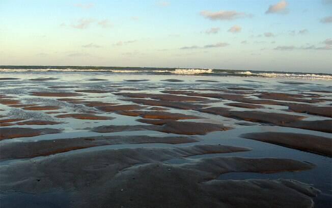 A praia de Atalaia tem a melhor estrutura para receber visitantes e mar calmo