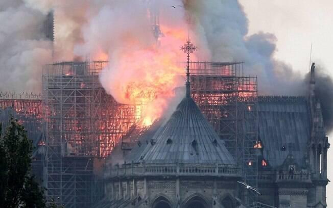 Catedral de Notre-Dame foi atingida por incêndio em abril do ano passado