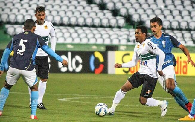 Jogando no Couto Pereira, Avaí derrotou o Coritiba por 1 a 0 e subiu na tabela. Foto: Reprodução/Facebook/Coritiba