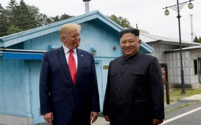 Foto de arquivo do presidente Donald Trump se reunindo com o líder norte-coreano Kim Jong Un no vilarejo fronteiriço de Panmunjom, na Coreia do Sul