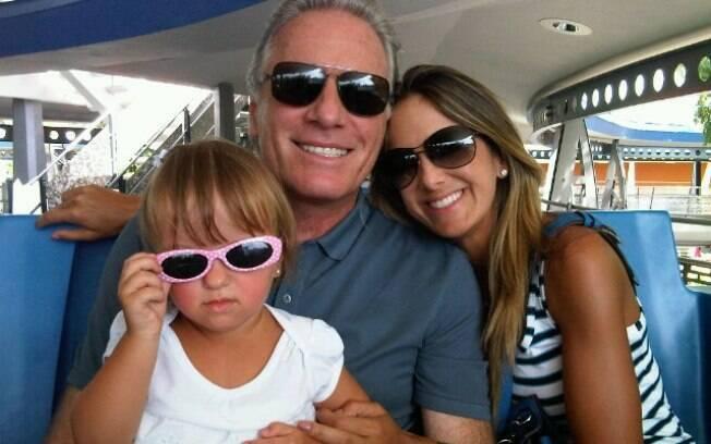 Roberto Justus e Ticiane Pinheiro com a filha Rafaella: viagem para os EUA incluiu passeio pela Disney