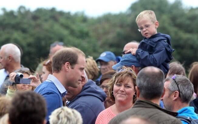 Príncipe William foi cercado pelos participantes