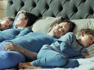 Filme é uma parábola sobre família em que todos vestem azul