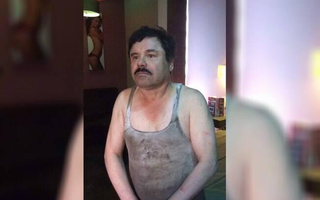 Detalhes da operação revelam o motivo de o narcotraficante estar com roupas sujas e imagem de mulher nua ao fundo