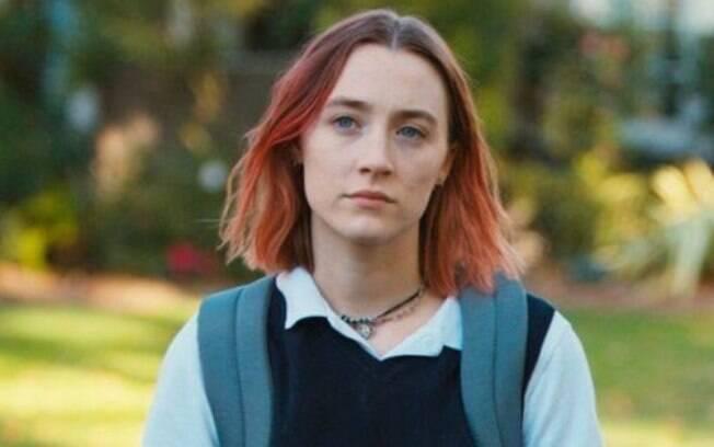 Saoirse Ronan usou os cabelos na cor rosa no filme 'Lady Bird'