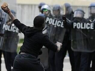 Baltimore vive toque de recolher
