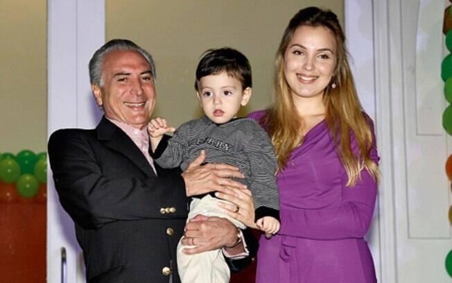 Casado com Marcela Tedeschi Temer, com quem teve um filho, o vice-presidente raramente é visto em eventos sociais e procura preservar assuntos envolvendo assuntos familiares
