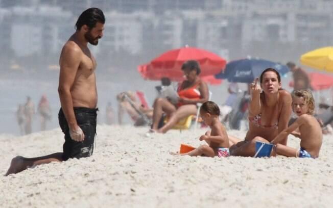 Vanessa Lóes fez gesto obsceno ao fotógrafo ao notar sua presença