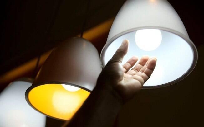 O sistema de bandeiras na conta de luz foi criado para sinalizar aos consumidores os custos reais da geração de energia