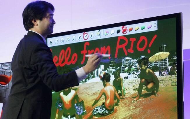 Linha de TVs SmartViera permite uso de caneta para editar fotos e escrever sobre imagens