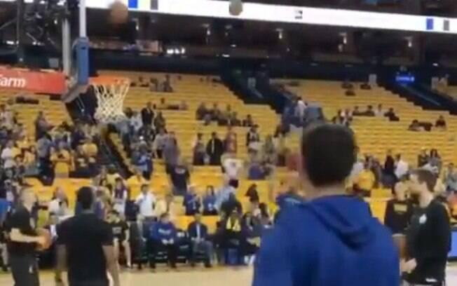 Klay Thompson agitou a torcida do Warriors antes do início da segunda rodada dos playoffs da NBA