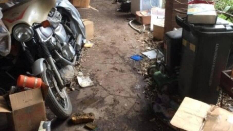 Homem era acumulador e corpo do ladrão foi encontrado em uma pilha de lixo