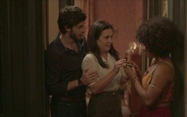 Camila (Jéssica Ellen), Thelma (Adriana Esteves) e Danilo (Chay Suede)
