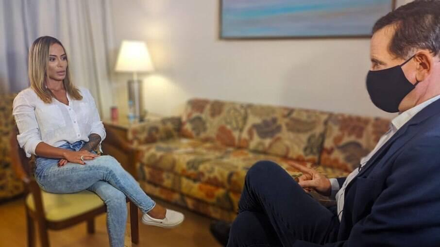 Bianca em entrevista com Cabrini para o Domingo Espetacular