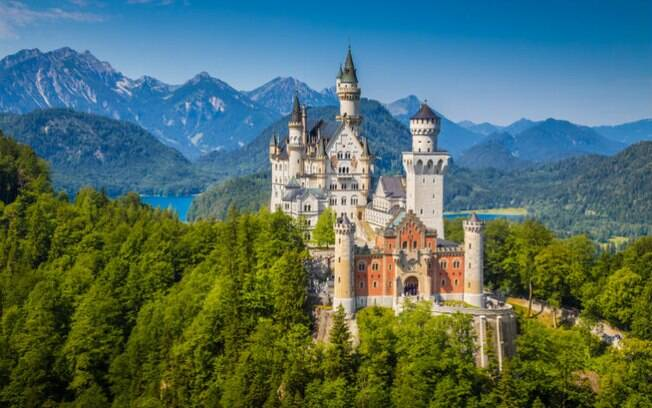 Um dos mais famosos castelos na Europa, o Neuschwanstein é conhecido como o castelo da animação