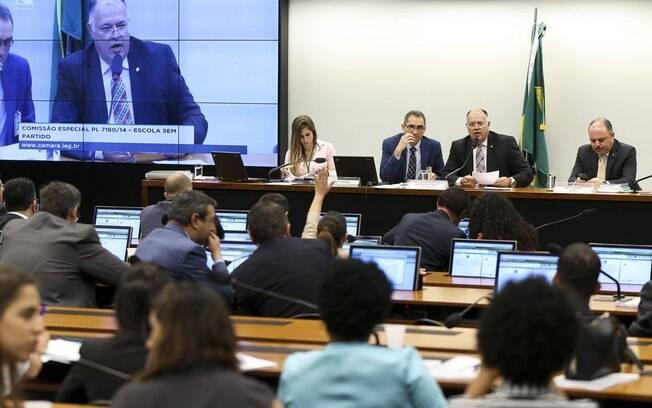 Comissão Especial da Câmara que analisa o projeto de lei sobre a Escola sem Partido se reúne para discussão da matéria
