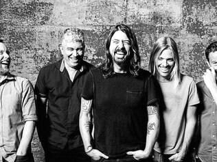 Mendel (baixo), Smear (guitarra), Grohl (vocal e guitarra), Hawkins (bateria) e Shiflett (guitarra), pela primeira vez em BH