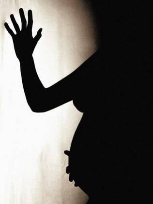 Assim como a despenalização, liberação e descriminalização significam que a prática da interrupção voluntária da gravidez deixa de ser crime