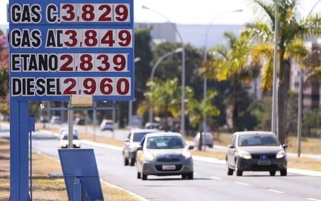 Do preço da gasolina, 26% correspondem aos valores praticados nas refinarias e outros 47% aos impostos incidentes
