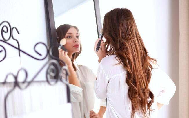 Apesar de a gente usar as celebridades e famosas como inspiração, maquiagem deve reproduzir nossas singularidades