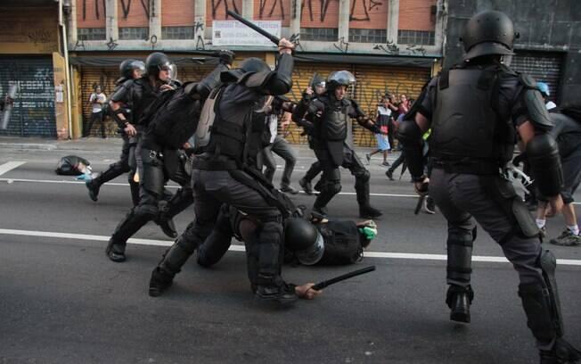 Uma nova lei obriga policiais no País a priorizar o uso de armas não letais contra suspeitos de crimes; conheça-as nas imagens a seguir. Foto: Leonardo Benassatto/Futura Press