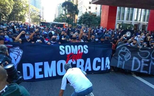 torcida democracia paulista em manifestação na Avenida Paulista