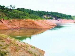 Volume morto. O reservatório de Santa Branca, no Rio de Janeiro, está quase sem água para o Estado