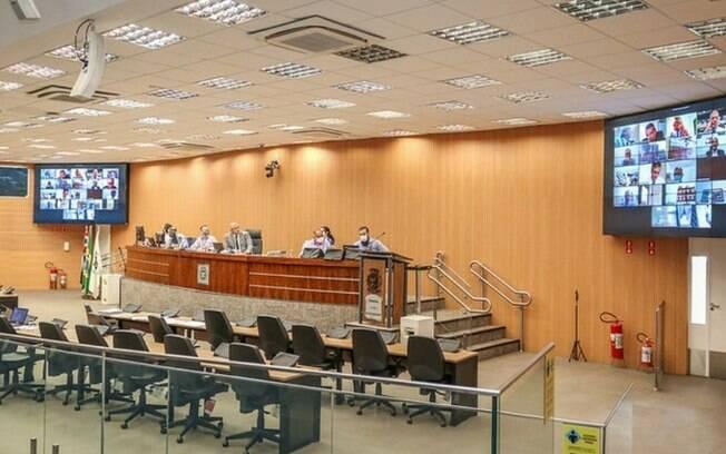 Câmara adia votação de PL que aumenta dívida do Camprev