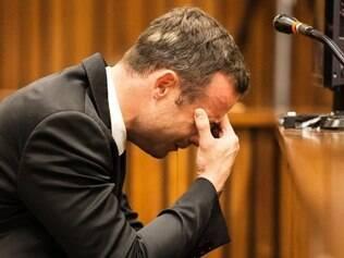 Oscar Pistorius começou a ser julgado pelo assassinato de sua namorado, no ano passado Foto: AP Photo/Marco Longari