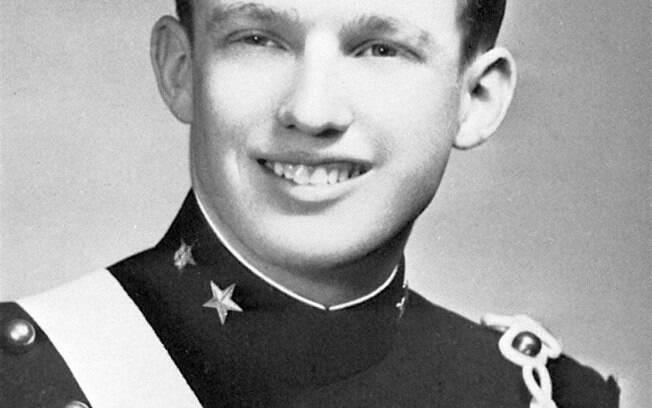 O exílio de Donald aconteceu quando ele tinha apenas 13 anos, sendo matriculado na Academia Militar de NY