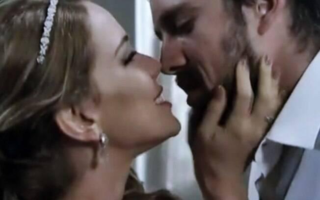 Império: Cristina deixa Vicente pasmo ao surge na igreja no lugar de Clara e com escolha para noite de núpcias