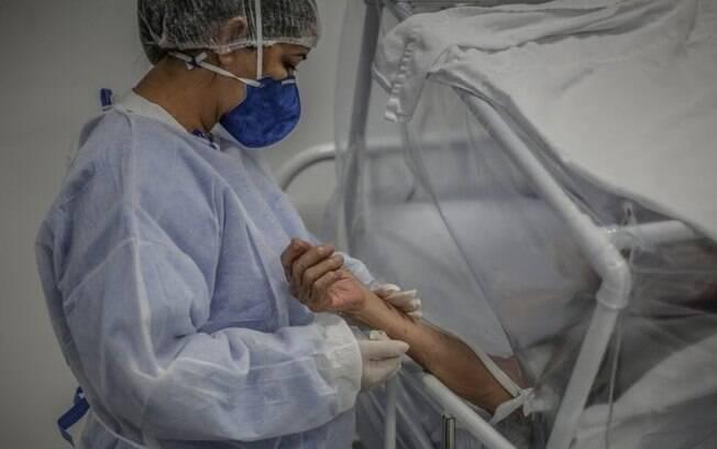 'Precisamos é de kit intubação e oxigênio': o apelo de médicos em cidade que liberou 'kit covid'
