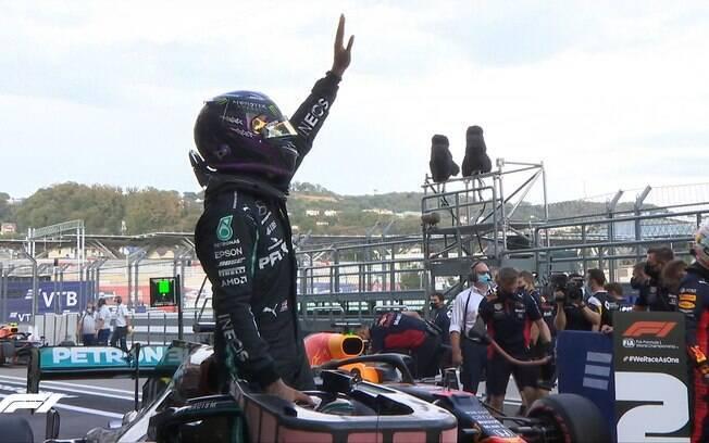 Hamilton comemora pole para o Grande Prêmio da Rússia