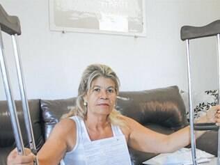Dona de casa não consegue cirurgia para os joelhos