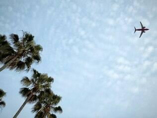 Quem perder o avião precisa pagar uma taxa para remarcar o vôo e a eventual diferença da tarifa